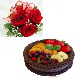 Half Kg Chocolate Fruit Cake 3 Roses