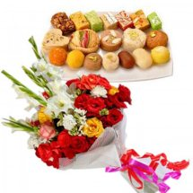 Half Kg Sweets and Bunch of 6 Assorted Flowers